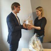 Na zdjęciu Wójt Gminy Lisewo Jakub Kochowicz oraz lekarz weterynarii p. Anna Sargalska